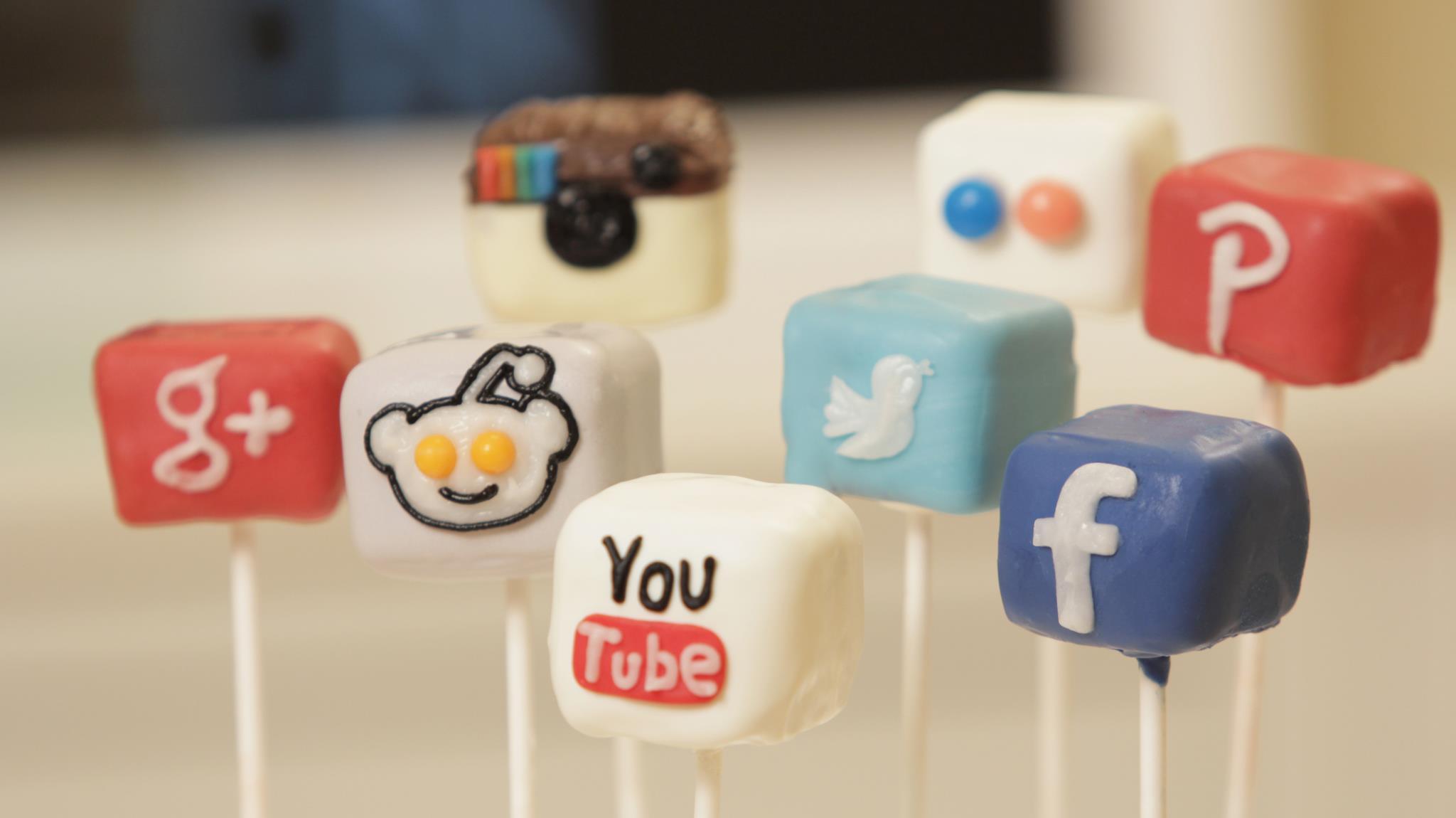 Social-media-cake-pops